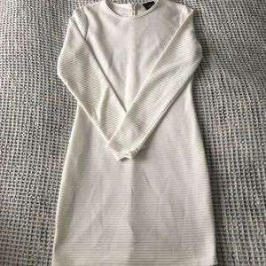 White long sleeve ribbed dress with zipper